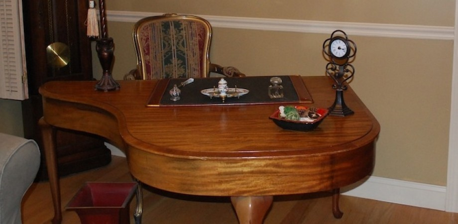 cropped-grand-piano-desk